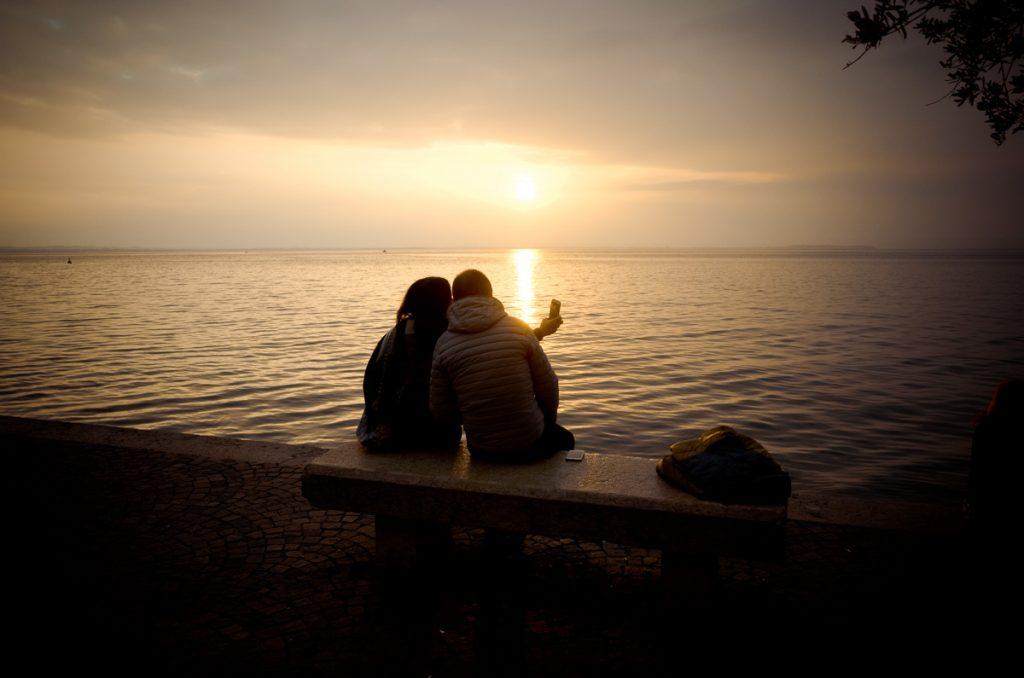 Paar im Abendlicht, Partner finden