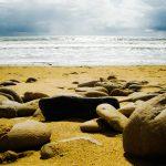 einzigartig: Strand und Steine